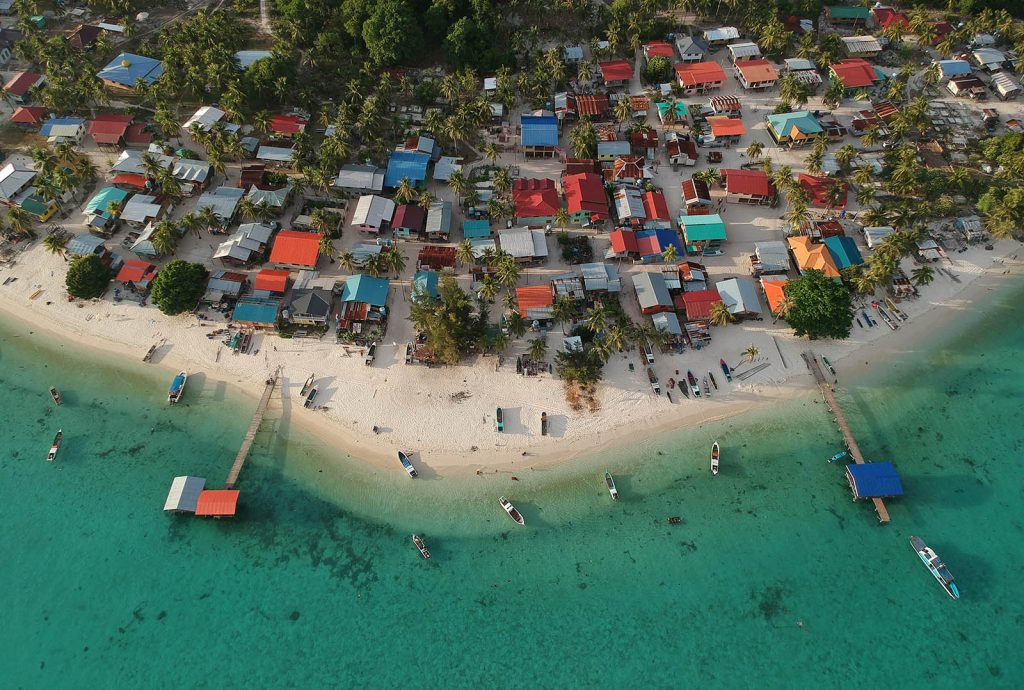 The Mantanani islands are a popular tourist destination, especially for diving. The Covid-19 lockdown has severely impacted local incomes. (Image: Reef Check Malaysia)