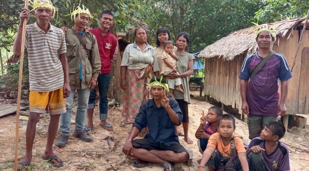 Adults and children Orang Asli at Kampung Mesau, Pahang.