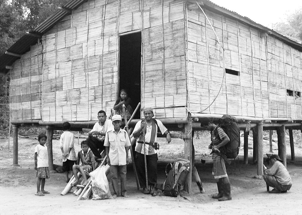 Balu being hosted by the Tok Batin of Kampung Orang Asli Kampung Cheros, Bertam Valley (Dylan Ong)